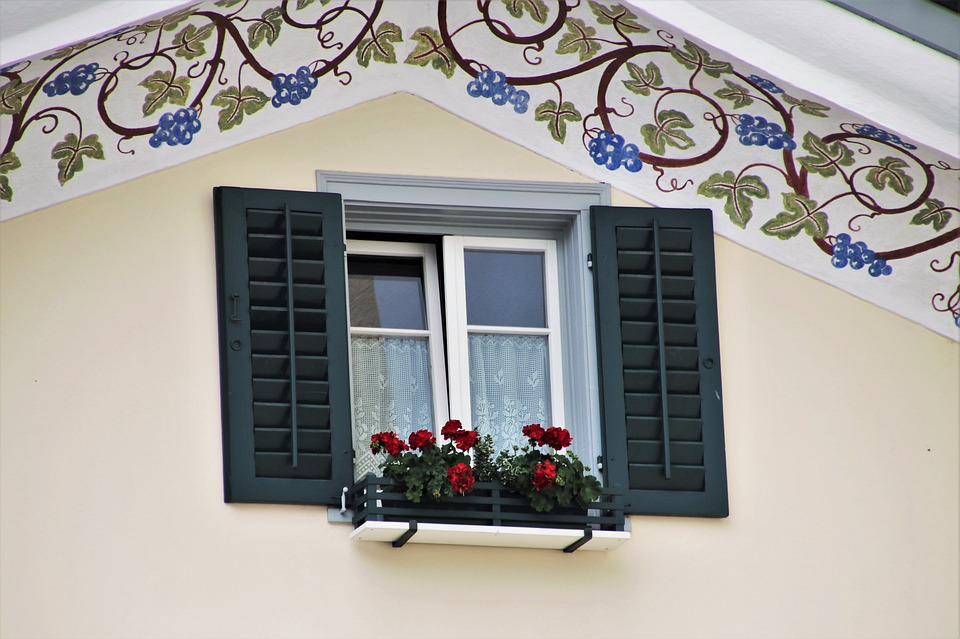 MONTREAL WINDOW CLEANINGS SERVICE COMPANY