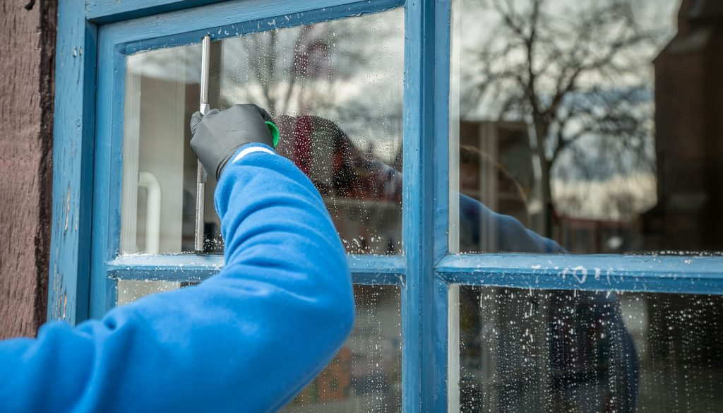 Montreal residential window cleaning